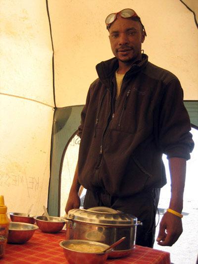 Cocinero para la ascensión al Kilimanjaro